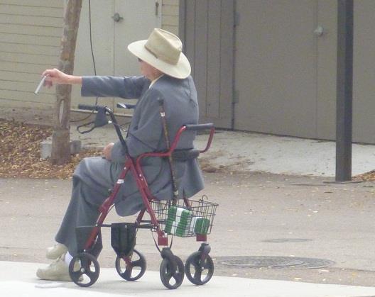 คุณตาอายุ 79  เดินไม่ได้ ยังคงปรารถนาให้คนอื่นได้รู้จักพระเจ้า